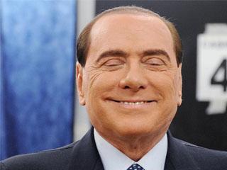 Felszámolta fizetett háremét Berlusconi